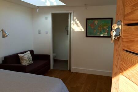 Brand new, detached Studio apartment. Sleeps 2 - Brighton - Apartment
