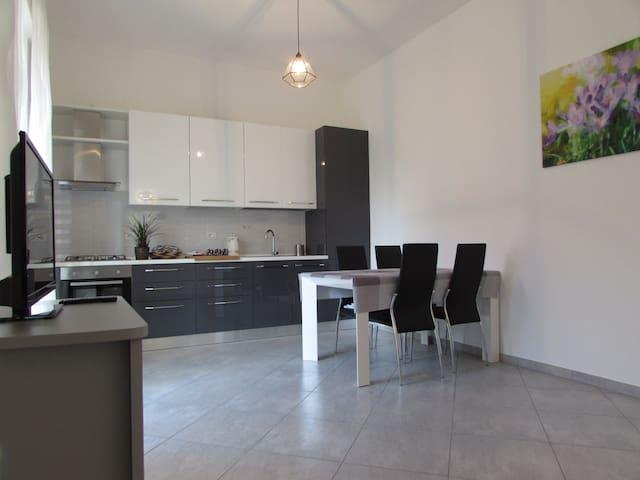 Casa a 1 stop da RhofieraMilano-parcheggio privato - Pero - Dům