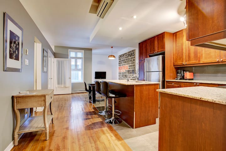 Enjoy Old Montreal in a 2BR apartment, A+ location