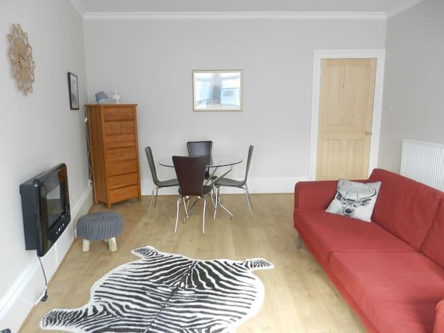 Excellent Value-Lovely 2 Bed  Flat - Rutherglen