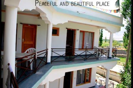 Khangsar Tibetan Home - Leh-Ladakh - Rumah Tamu