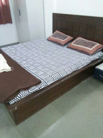 One Spacious bedroom in 2 BHK villa - Panchgani - House