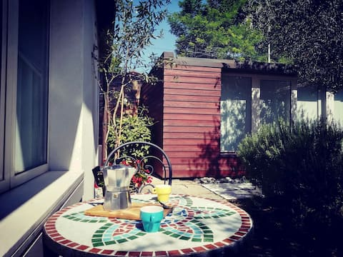 Deilig leilighet med hage