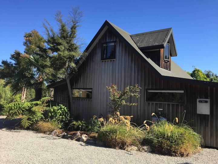 Awa Awa Rustic Farm Cottage