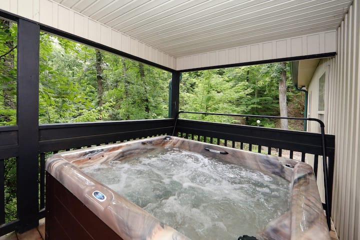 Cedar Falls a 3BR chalet in a Pigeon Forge Resort