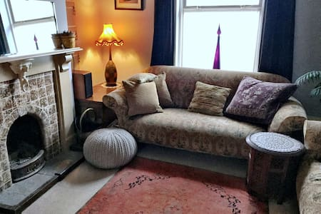 Bohemian Comfort in this Stylish Seaside Cottage - Weymouth - House