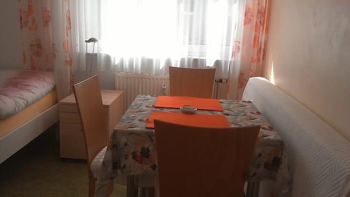 Schönes, helles, ruhiges Zimmer im ♥ von München