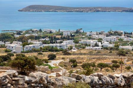 Paros, Greece.  Elina residence. Gehele woning.
