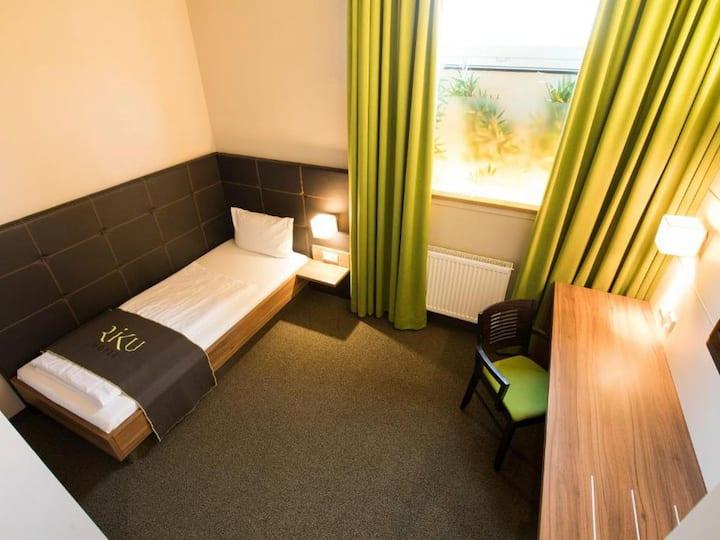 RiKu Hotel Neu-Ulm, (Neu-Ulm), Budget Einzelzimmer mit Dusche und WC (13 qm)
