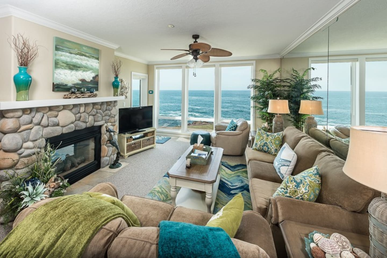 Oceanfront Condo with Luxurious Dream Ocean Master