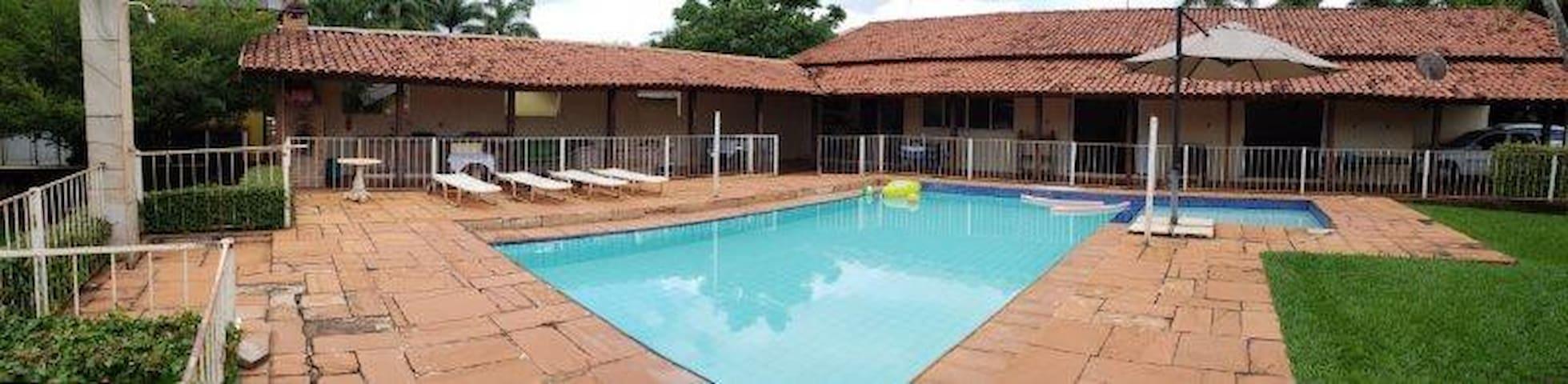 Vista piscina para a varanda