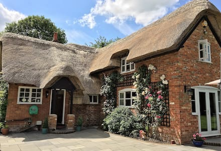 Luxurious Georgian Thatch Cottage sleeps 7 - Hampshire - Haus