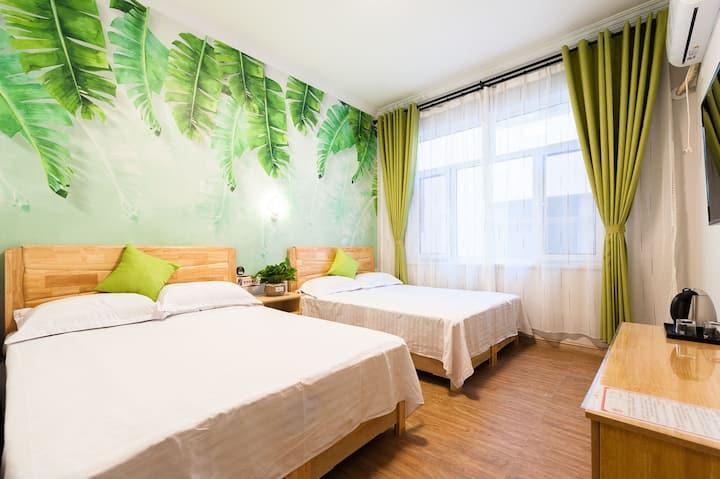 向北居精品民宿  绿色丛林   四人双床房  近海 近夜市  电梯  免费加工海鲜