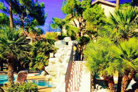 Luxury Private bdrm w/ private bathroom off strip - Las Vegas - Wohnung