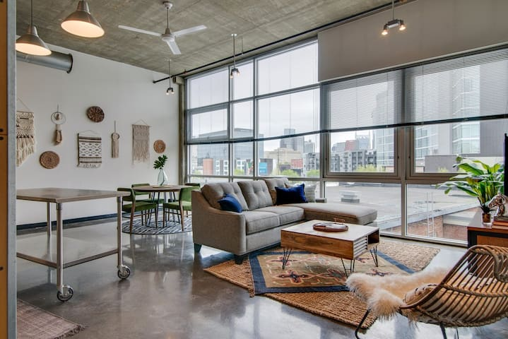 1 Bedrm Loft! Heart of the Gulch! Walk Downtown!