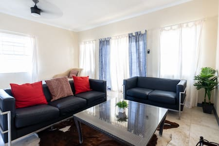 ⚡Pristine 2BR Townhouse Suite - FREE PARKING, POOL