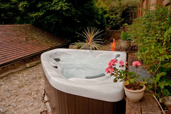The Old Stables with Spa Hot Tub