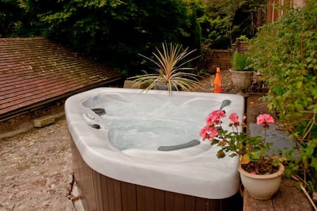 The Old Stables with Private Spa Hot Tub