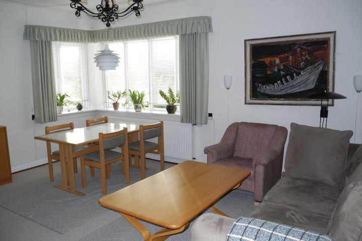 Praktisk lejlighed m. 3 soveværelser i Aabenraa by