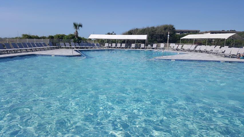 ★Modern Ocean Getaway★ Oceanfront Pool ★ Tennis ★