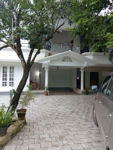 Aadens homestay Near Nedubassery Cochin Airport