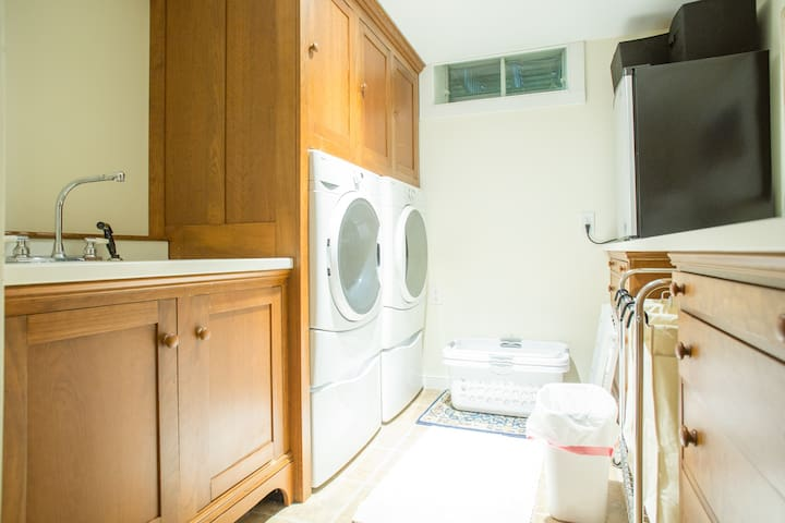 Laundry room available for guest with microwave, mini fridge and coffee maker. Fridge has Vermont beer.