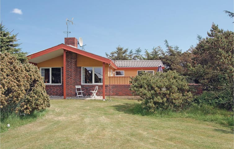 Holiday cottage with 3 bedrooms on 74 m² in Ringkøbing