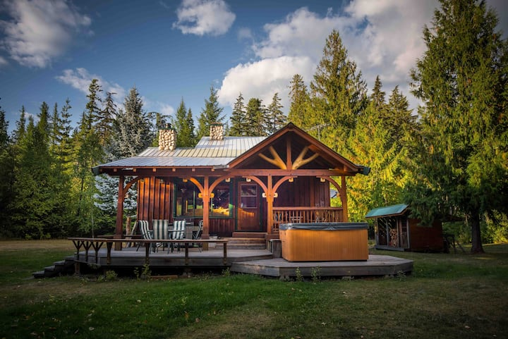 Duncan Lake Escape, private Oasis, rustic luxury!