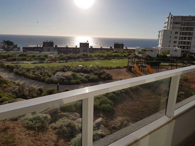 Jardín y vista al mar