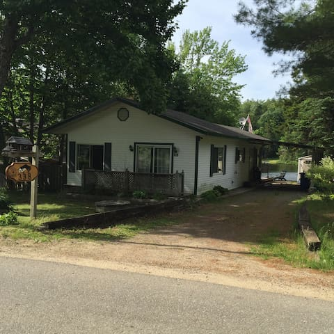 Peaceful, lake front cottage - Wentworth-Nord - บ้าน