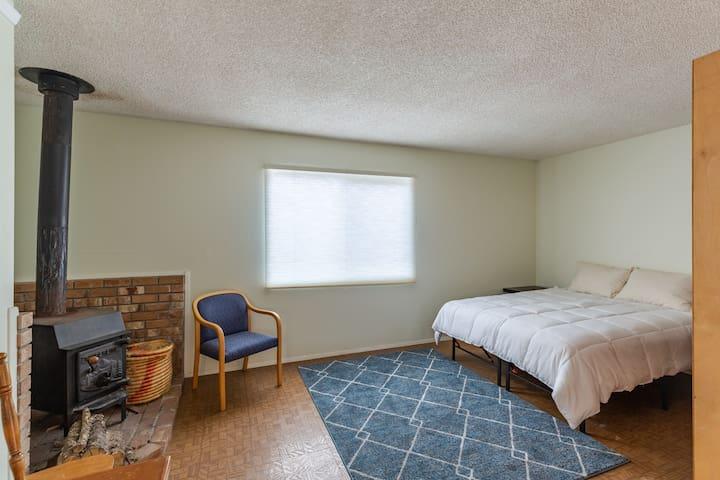 Twelve-inch pillow top queen size bed.