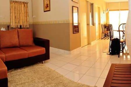 3-Bedroom apartment on a private Borneo beach - Papar - Wohnung
