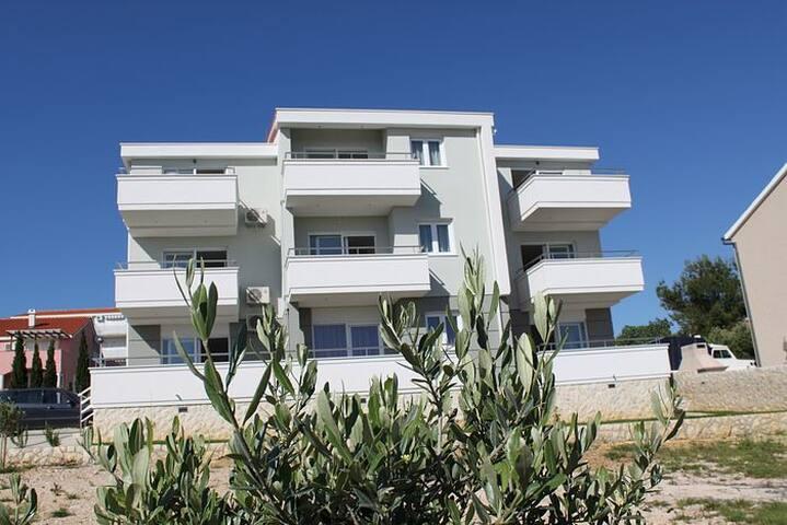 Modern Apartment Tony - Novalja - Byt