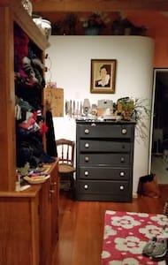 Sweet treehouse loft apartment - Marblehead