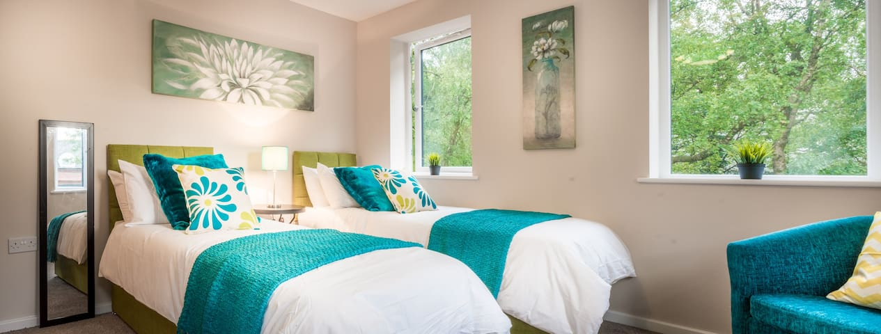Bedroom 1 - As a twin room