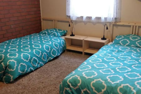 P1. $28 per night Share room - Preston - 独立屋
