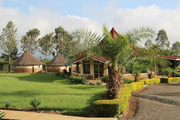 MIA Safari Lodge, African bungalows