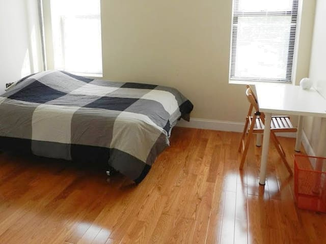 All Inclusive Manhattan Room In , Mins to Subway