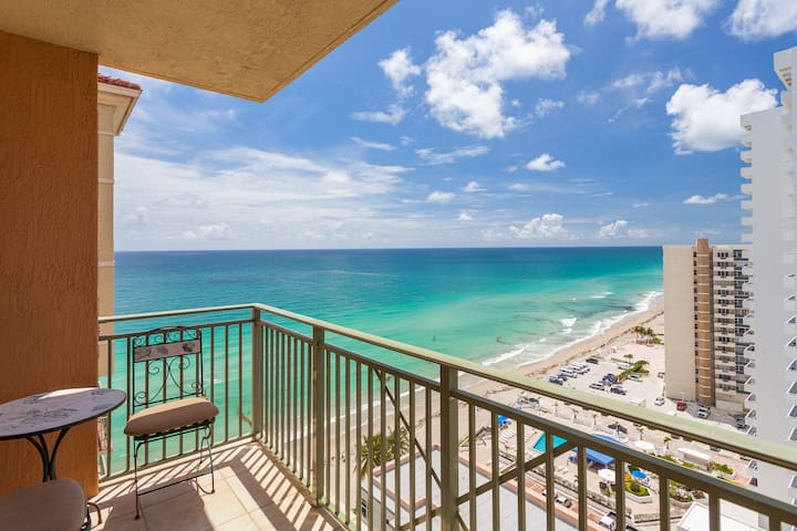 Wonderful 2 Bedroom Luxury Condo on the Beach