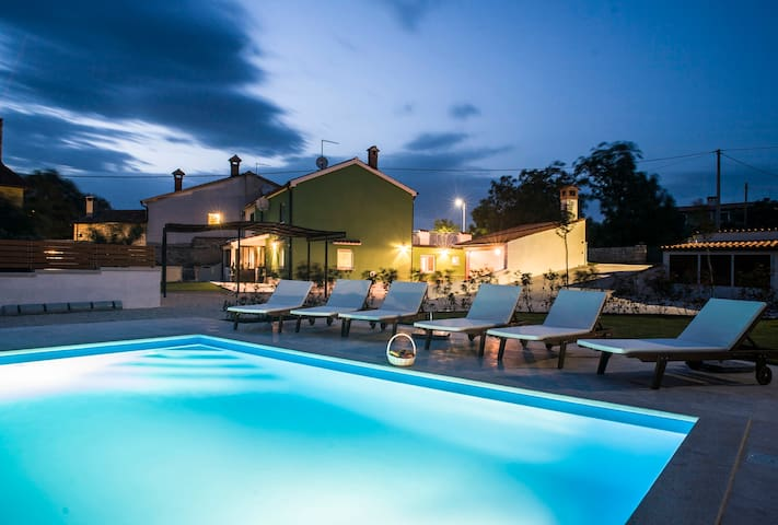Family-friendly house with pool and free WiFi - Jopi - Casa