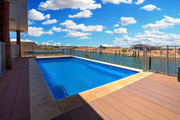 FERN -Luxury House on the Marina with Pool & Jetty