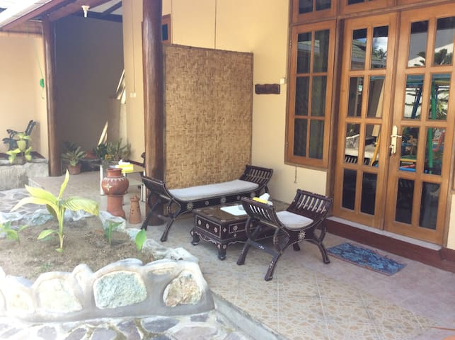 Courtyard View Room Kamboja, balcony and entrance
