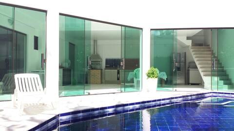 Cozinha ampla e piscina à disposição do hóspede