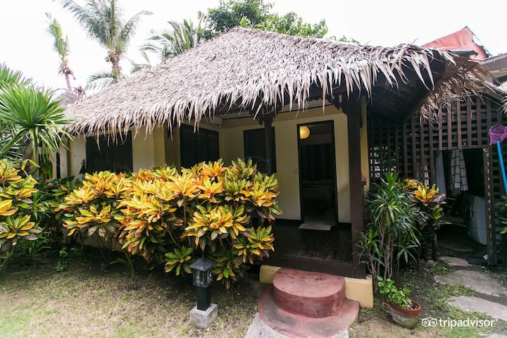 Bungalow for up to 4 - 2000 php for divers