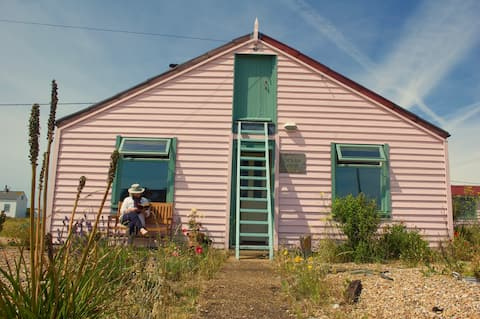 Entire Charming Dungeness Beach Cottage