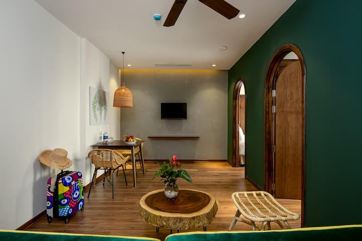 Tropical House*Green 2BR APT*Bright Balcony