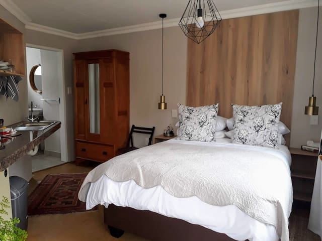 Menlo View Garden unit Dstv,free Wifi near Menlyn