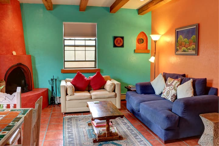Spacious Colorful Casita! Ski, Hike, Walk to Plaza
