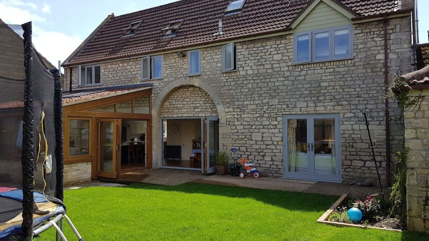 Family-friendly Barn in Cotswold Village