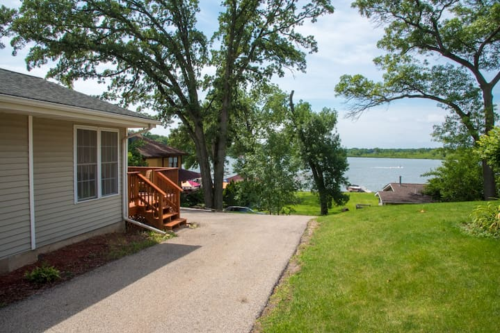 Enjoy Year Round Vacation On Pistakee Lake